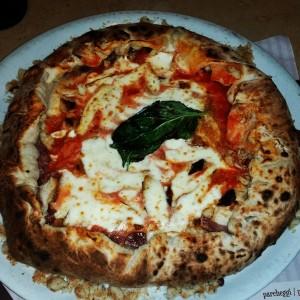 Pizzeria-Da-Concettina-ai-Tre-Santi-Napoli