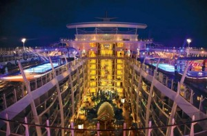 Oasis-of-the-seas-Royal-Caribbean-Promenade