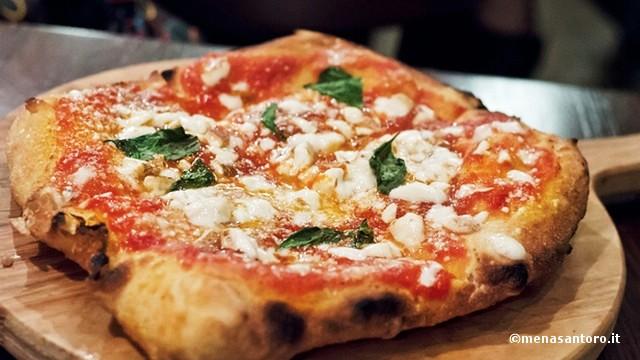 Dove mangiare a napoli una buona montanara viaggi e turismo for Pizzeria il tocco